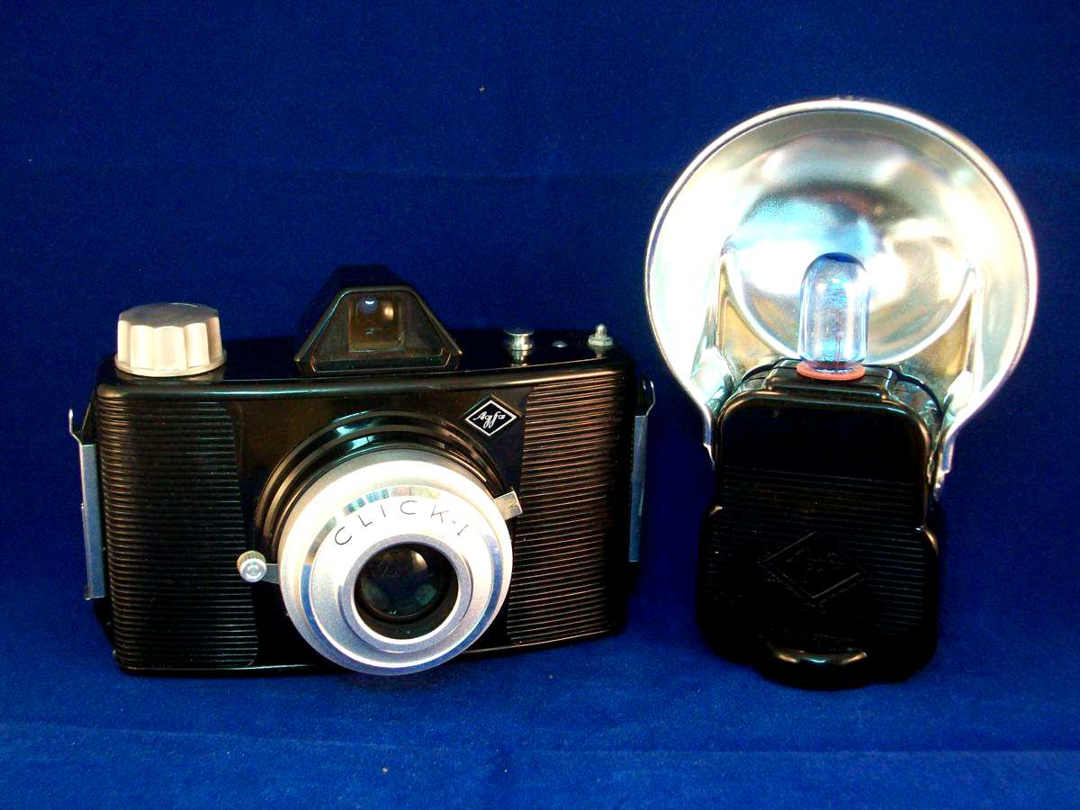 AGFA CLICK – I 1958 – 1970 CON BORSA E FLASH A BULBI